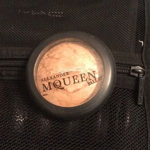✨MAC Alexander McQueen highlighter ✨
